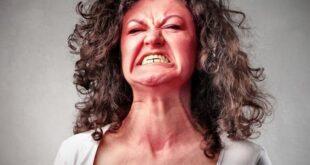 علامات خروج الجن من الفم